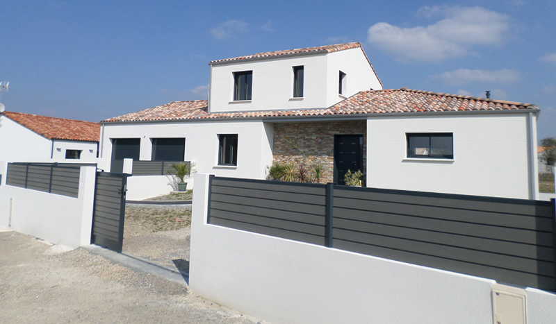 Constructeur maisons et b timents en vend e birons for Devanture maison design